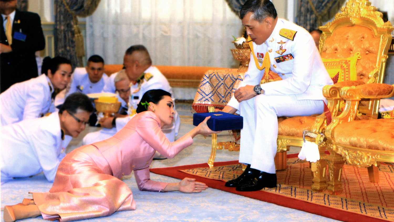 Тайландын хаан Маха Вачиралонгкорн, Сутхида Вачиралонгкорн