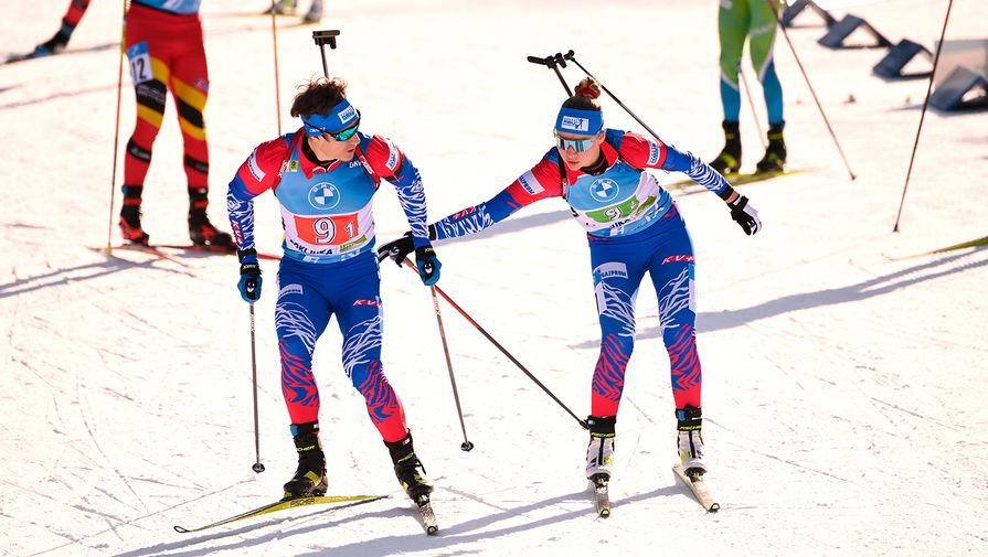 Эдуард Латыпов и Евгения Павлова на финише одиночной смешанной эстафеты на чемпионате мира по биатлону в словенской Поклюке, 18 февраля 2021 года