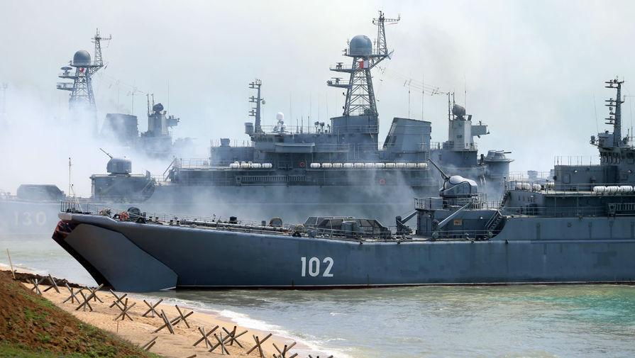 Российские корабли провели в Черном море учения после прибытия корабля Британии