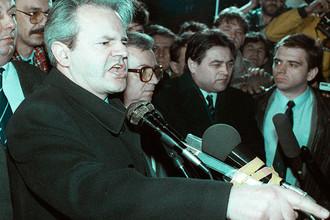 Слободан Милошевич во время митинга в Белграде, 1989 год