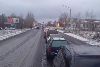 «Очередь в Эстонию, а до границы еще 2 километра», — пишет пользователь соцсети