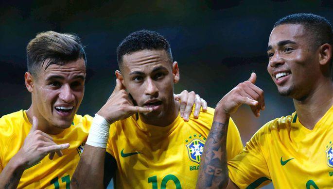 Сборная Уругвая встречается с национальной командой Бразилии в отборочном матче к чемпионату мира...