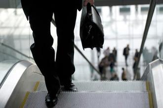 Пора домой: бизнесмены прячут деньги в России