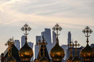 Верхоспасский собор на фоне Московского международного делового центра «Москва-Сити»