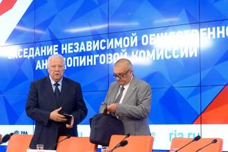 Виталий Смирнов (слева) и ответственный секретарь антидопинговой комиссии ОКР Леонид Мирошниченко