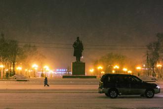 На улице Южно-Сахалинска во время метели, 2015 год