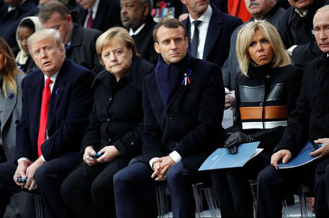 Слева направо: Меланья и Дональд Трамп, Ангела Меркель, Эммануэль и Брижит Макрон и Владимир Путин