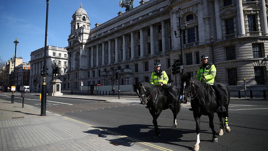Конная полиция в центре Лондона, 24 марта 2020 года