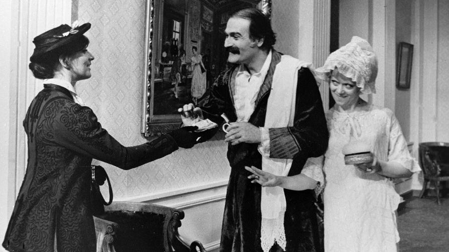 Софико Чиаурели (слева), Кахи Кавсадзе (в центре) и Алиса Фрейндлих (справа) в фильме «Мелодии Верийского квартала», 1975 год