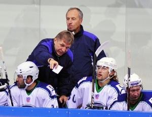 Наставники «Югры» Сергей Шепелев (на переднем плане) и Сергей Котов