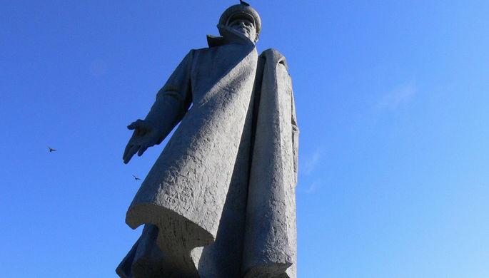 Памятник И.С.Коневу в городе Киров. Скульптор Антони Хайдецкий, архитекторы В.И. Борцов и В.И...
