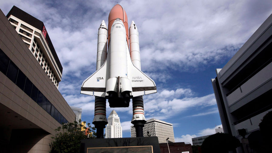Копия космического челнока «Челленджер» на мемориале в Лос-Анджелесе