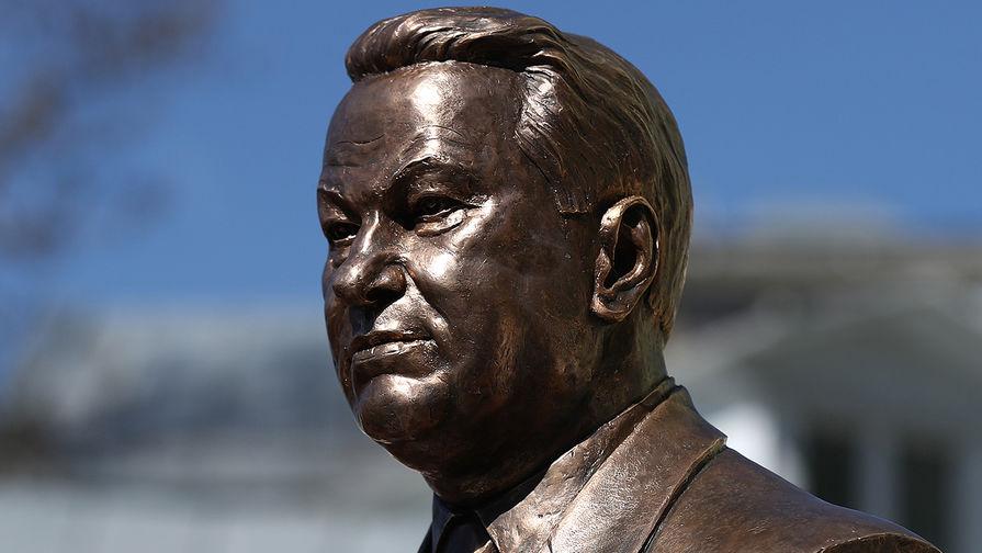 В Москве установили бюст Бориса Ельцина