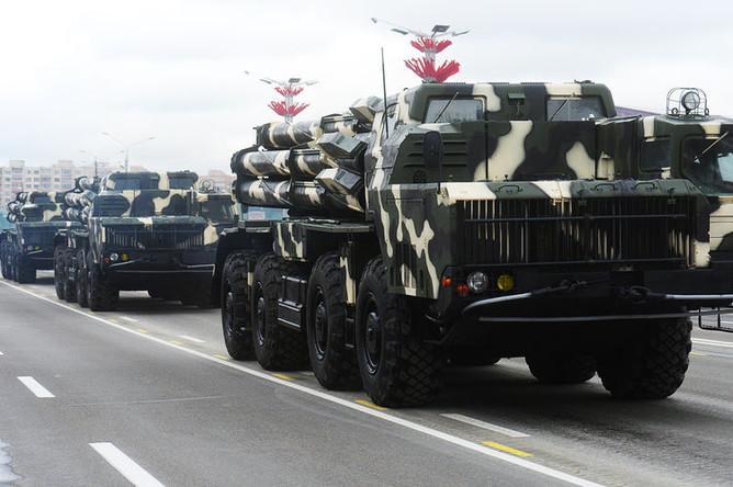 Боевые машины реактивной системы залпового огня «Смерч» на военном параде в Минске, посвященном празднованию Дня Независимости Белоруссии, 3 июля 2018 года
