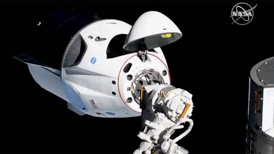 Экипаж МКС проверил воздух на корабле Dragon-2