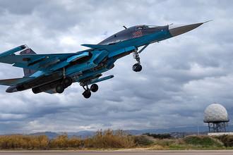 Истребитель-бомбардировщик Су-34 на авиабазе Хмеймим