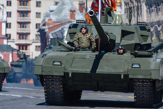 Танк Т-14 «Армата» на генеральной репетиции военного парада в Москве, 7 мая 2017 года