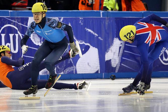 Семен Елистратов удержался на ногах и рвется к финишу. В итоге он занял четвертое место