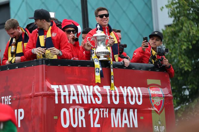 В Лондоне состоялся парад в честь победы «Арсенала» в Кубке Англии