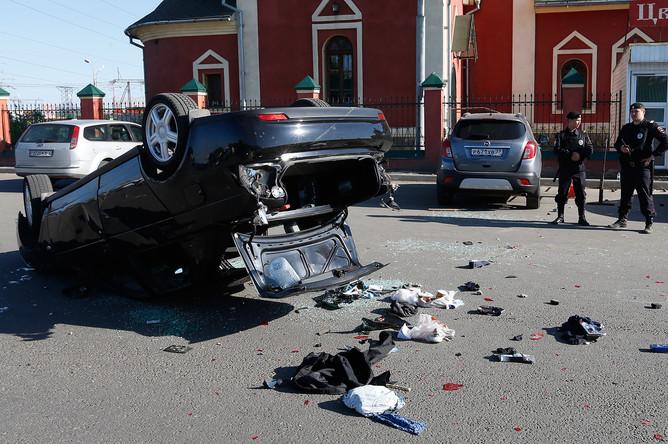 Автомобиль «Лада Приора», сбивший двух человек на Хованском кладбище, где в результате массовой драки со стрельбой погибли люди