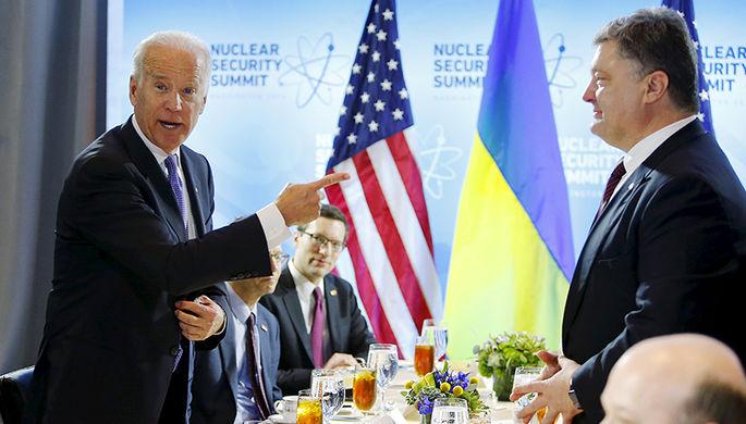 Вице-президент США Джо Байден и президент Украины Петр Порошенко перед двусторонней встречей в рамках саммита по ядерной безопасности в Вашингтоне, март 2016 года