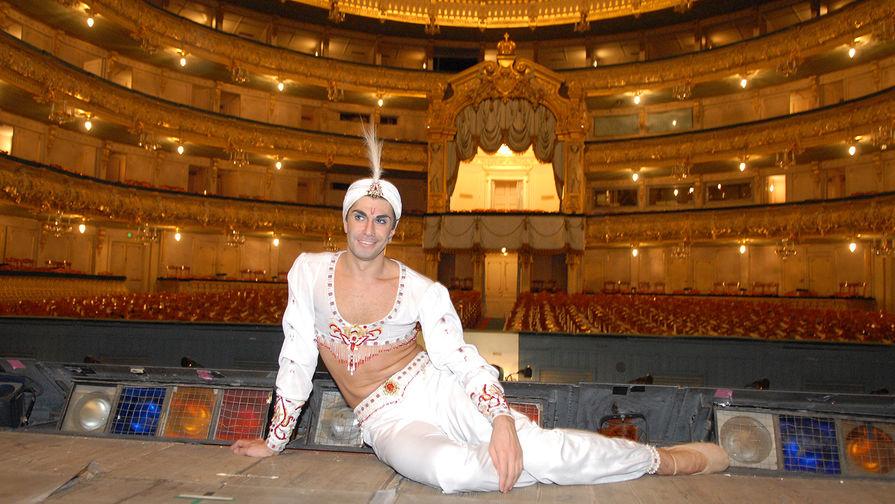 Николай Цискаридзе на сцене Государственного академического Мариинского театра перед спектаклем Людвига Минкуса «Баядерка», 2007 год