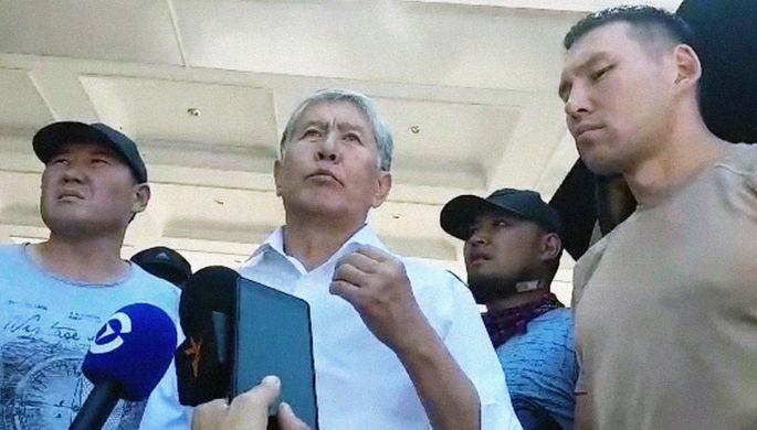 Пожар в кафе «Антошка» на пересечении улиц Чуй и Эркиндик в Бишкеке, где произошли три взрыва, 8 ноября 2019 года