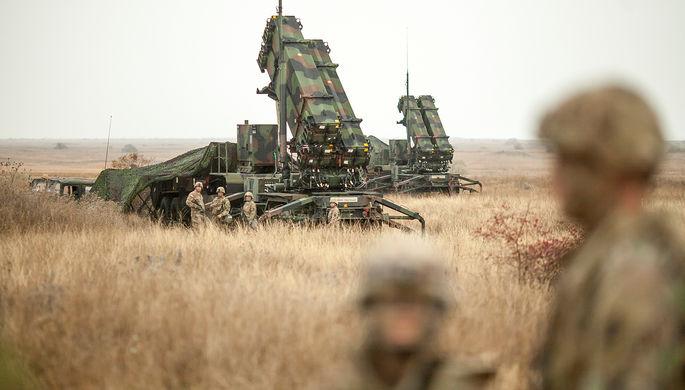Военнослужащие США и противоракетный комплекс Patriot во время совместных испытаний с армией Румынии...