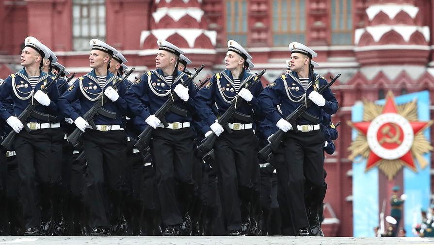 Военнослужащие парадных расчетов во время парада, посвященного 76-й годовщине Победы в Великой Отечественной войне, на Красной площади, 9 мая 2021 года