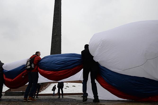 Во время торжественной демонстрации флага России в Парке Победы