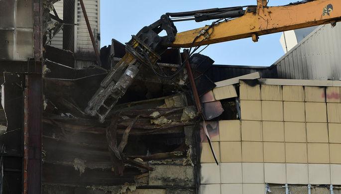 Снос сгоревшего здания торгового центра «Зимняя вишня» в Кемерово, июль 2018 года