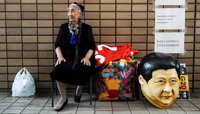 Уйгурская правозащитница Рабия Кадир перед началом акции протеста против китайского правительства во время саммита G20 в японской Осаке, 2019 год