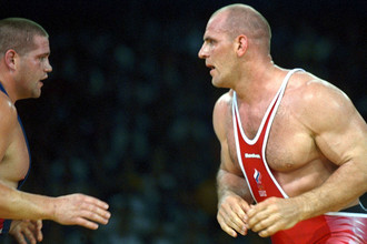 Александр Карелин во время схватки с американцем Рулоном Гарднером на Олимпиаде в Сиднее, 2000 год год