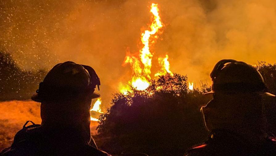 Тушение лесных пожаров в штате Калифорния, США, 6 сентября 2020 года