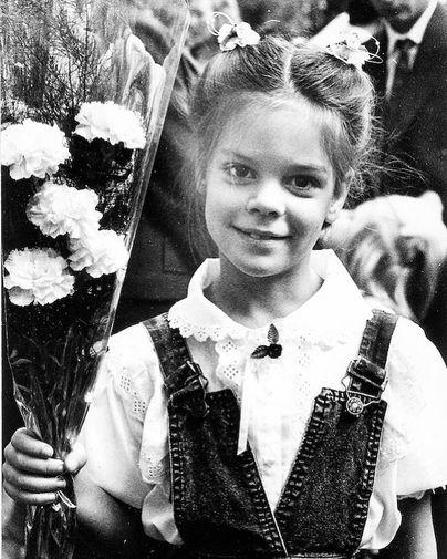 Вера Полозкова начала писать стихи в возрасте пяти лет. Свою первую книгу опубликовала, когда ей было 15 лет, во время учебы на факультете журналистики МГУ