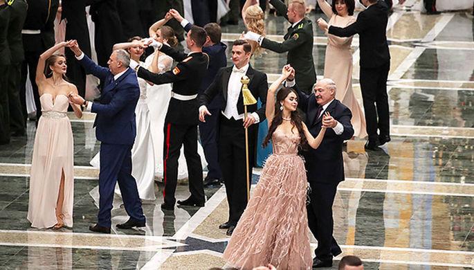 Президент Белоруссии Александр Лукашенко и победительница конкурса «Мисс Беларусь-2018»...