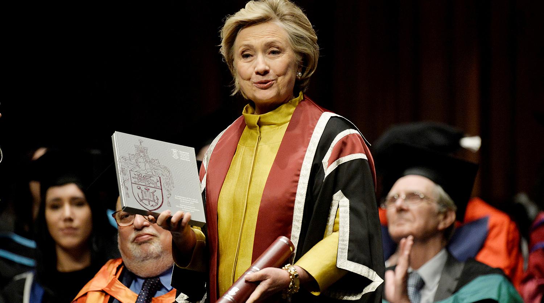 Клинтон отреагировала на видео с «пьяной» Пелоси, которое отказывается удалять Facebook
