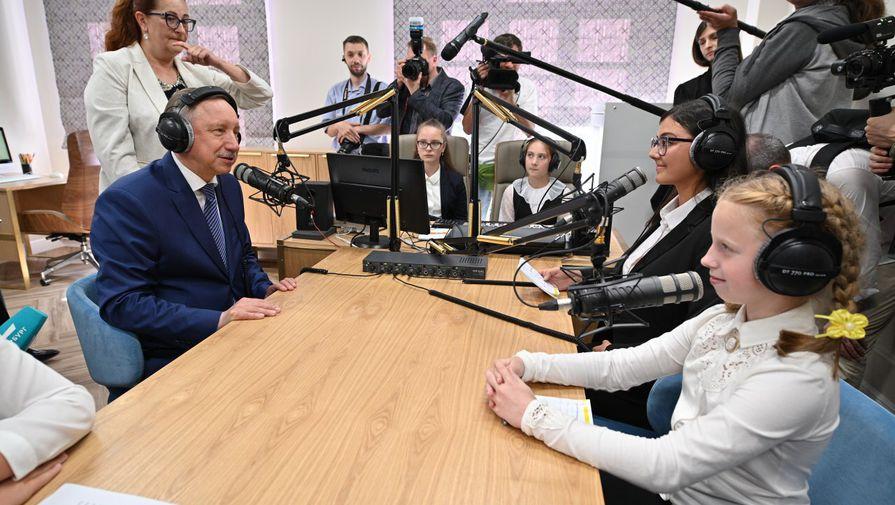 Беглов заявил, что в Петербурге пока нет нужды вводить новых мер из-за пандемии