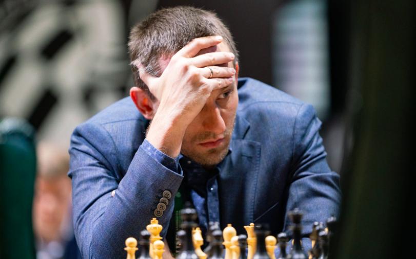 Российский шахматист Непомнящий захватил лидерство на турнире претендентов