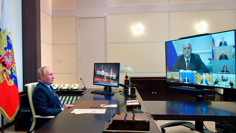 Президент России Владимир Путин во время совещания по экономическим вопросам в режиме видеосвязи, 23 октября 2020 года