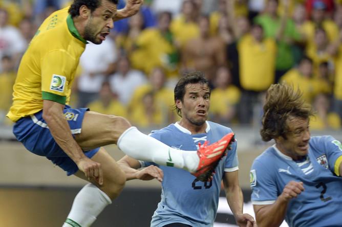 Лугано ложится под очередной удар бразильских нападающих.