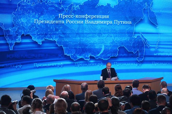 Владимир Путин на десятой большой ежегодной пресс-конференции в Центре международной торговли на Красной Пресне