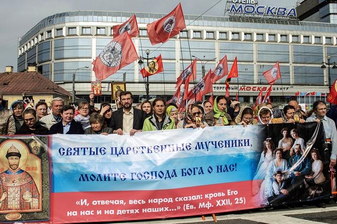 Во время крестного хода в честь дня перенесения мощей Александра Невского в Санкт-Петербурге, 12 сентября 2017 года