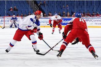 Эпизод матча Россия — Чехия на молодежном чемпионате мира по хоккею