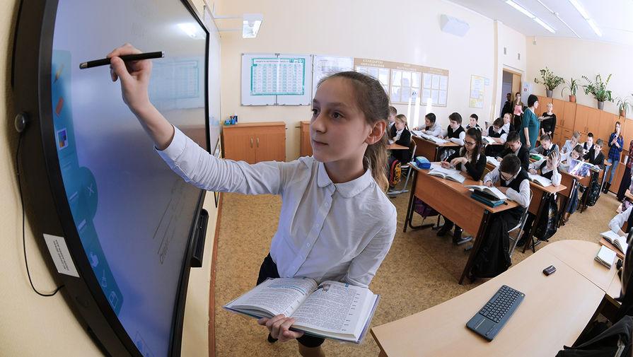 Минпросвещения назвало формат нового учебного года в школах
