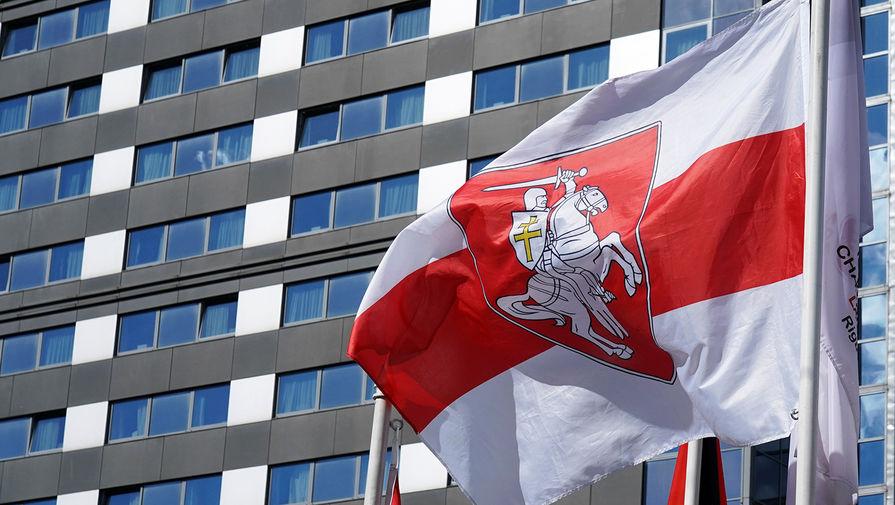 Мэрия Вильнюса заменила флаг Белоруссии на оппозиционный вслед за Ригой