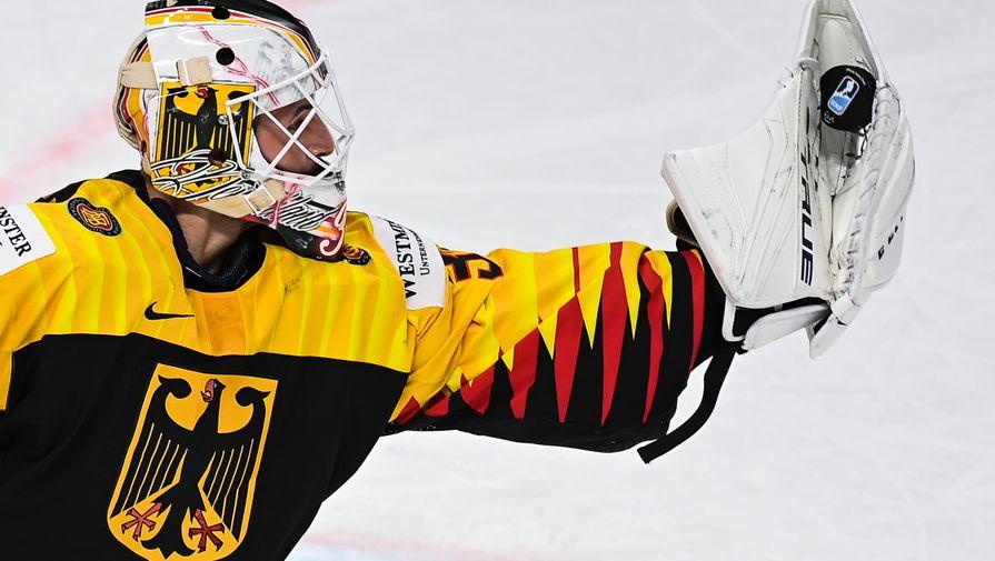 Вратарь Матиас Нидербергер (Германия) в матче группового этапа чемпионата мира по хоккею 2021