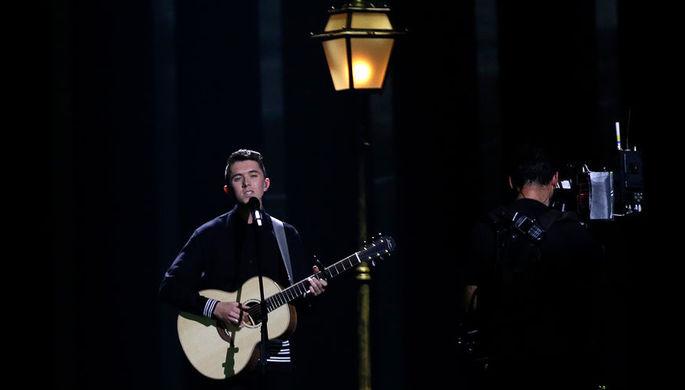 Участник «Евровидения-2018» из Ирландии РАйан О'Шонесси исполняет песню 'Together'