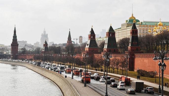 В Кремле сочли «оскорбительной» надпись о Путине на мосту