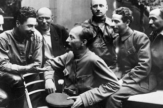 Феликс Дзержинский среди ответственных работников ВЧК, 1919 год